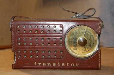 picture of an old transistor radio